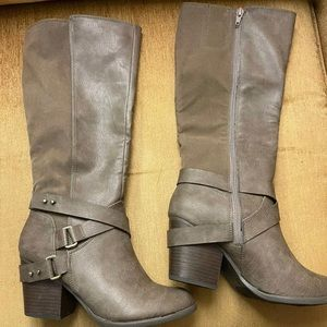 """Fergie """"Loyal"""" knee high boots size 7"""